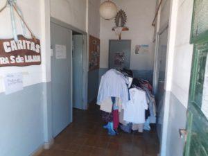 Caritas Luján realiza Feria de Ropa y Calzado