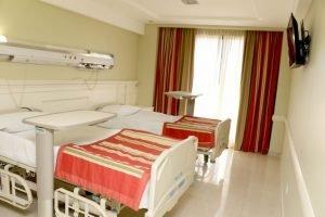 Kicillof firmó convenio para sumar 330 camas para pacientes con coronavirus en Sanatorio Antártida