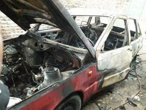 Incendiaron un auto en la madrugada