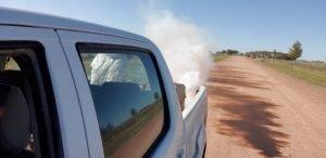Amplio operativo de desinfección de autos por COVID-19 y de fumigación de mosquitos en todo el distrito de Chaves