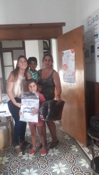 Entrega de kits escolares en SOEME