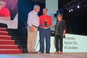 Entregaron los reconocimientos a Agricultor Pionero, Maestra y Peón Rural