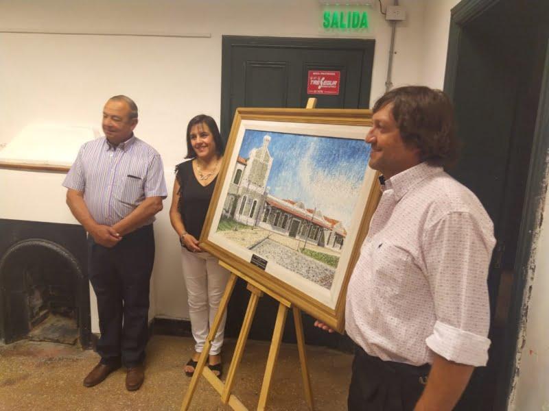 Federico Blanco entregó un cuadro con la fachada de La Estación