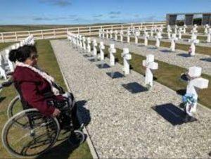 Conmovedor relato de la madre correntina que pudo conocer la tumba de su hijo en Malvinas