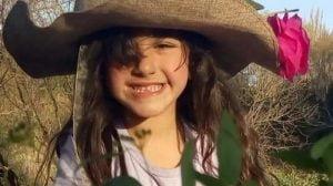 Niña de 5 años fabrica alcohol en gel en Sierra de la Ventana y lo regala