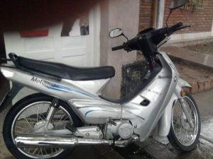 """""""Ni la cuarentena los para"""": robaron una moto en la cuadra de Dorrego 300-400"""
