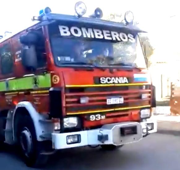Bomberos recorre Bellocq llevando el mensaje #QuedateEnCasa (Video)