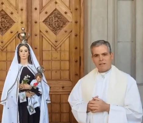 La imagen de la Virgen del Carmen estará en el atrio de la Parroquia como un signo de protección (video)