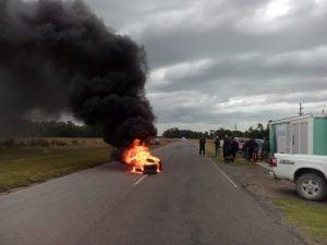 """""""Piquete"""" a la entrada de Claromecó: comerciantes no quieren que llegue gente ajena a la villa en la cuarentena"""