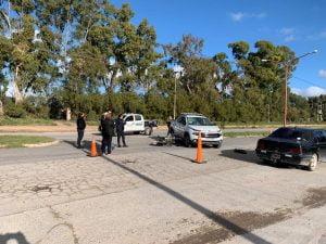 """Accidente de moto """"picando"""": un joven herido al embestir camioneta (videos)"""