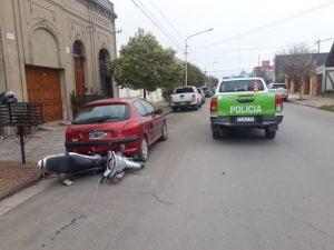Motociclista hospitalizado por precaución tras roce con un auto