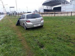 Vehículo terminó sobre la vereda y casi choca las plateas de la Fiesta del Trigo