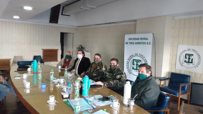 Reunión entre la Sociedad Rural y autoridades del Comando de Prevención Rural