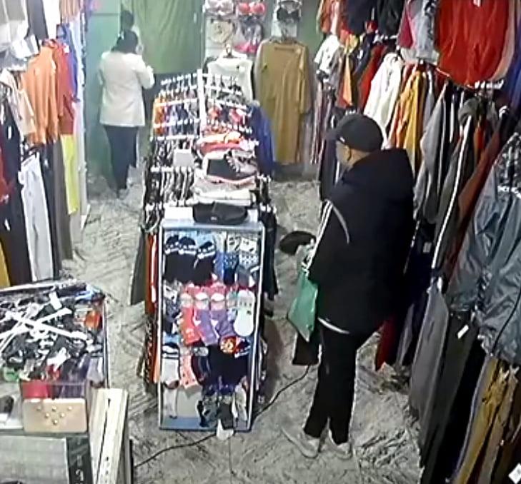 """Robo """"mechero"""" en un local céntrico de indumentaria (Video)"""
