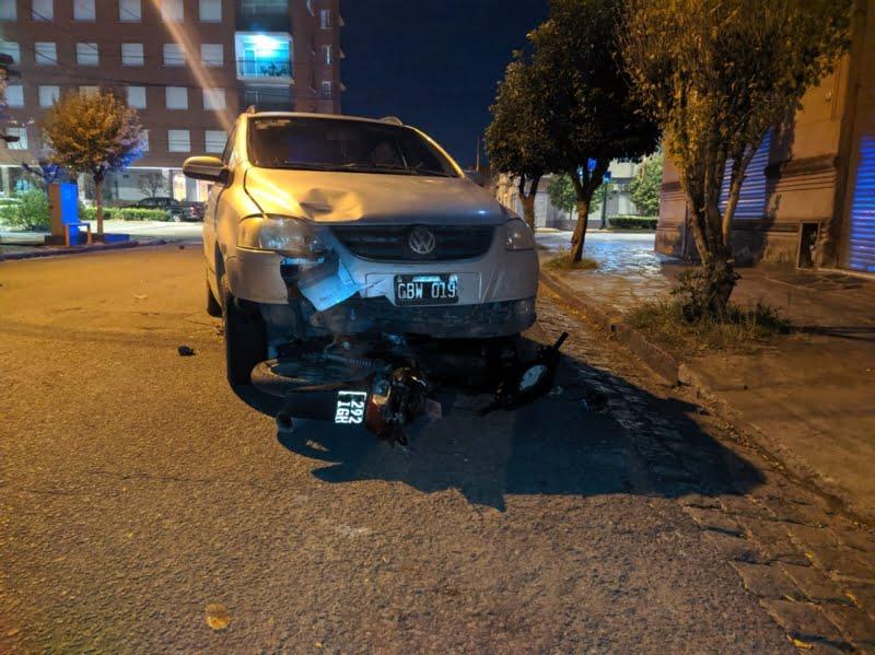 Dos heridos en un choque entre auto y moto