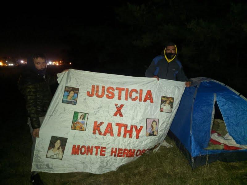Caminan de Monte Hermoso a la Rosada para pedir justicia por Katherine Moscoso: están en Tres Arroyos