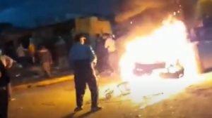 """Merlo: arman """"hoguera pública"""" para quemar a un delincuente (video)"""