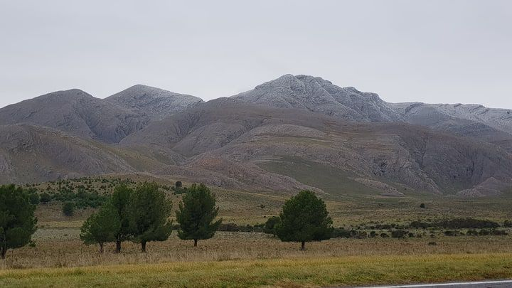 Leve nevada en los picos de Sierra de la Ventana