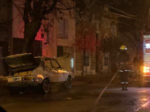 Se quemó un Renault 12 en Lucio V. López 250
