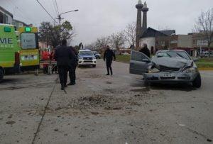 Violento choque en Libertad y Chacabuco: una persona herida