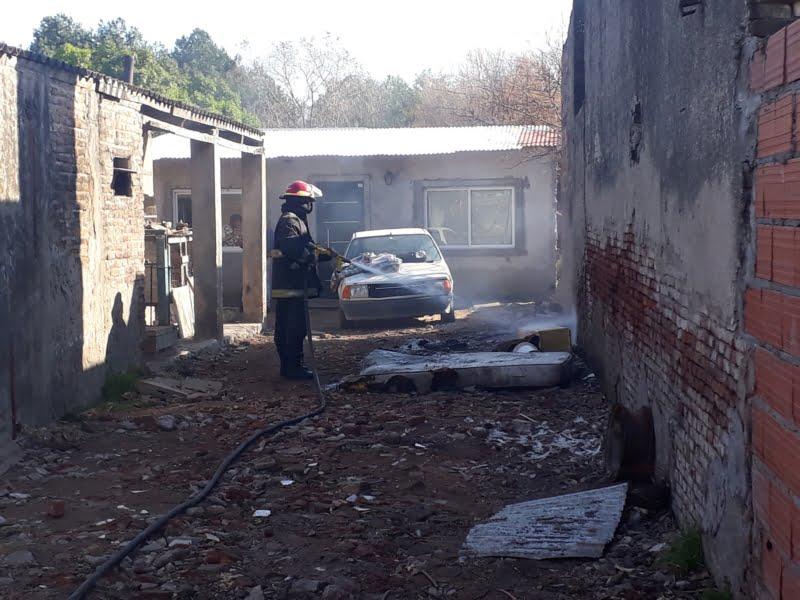 Se quemó ropa y un colchón en una casa de Buchardo al 600