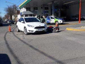 Motociclista hospitalizada tras choque en Rivadavia y Dorrego