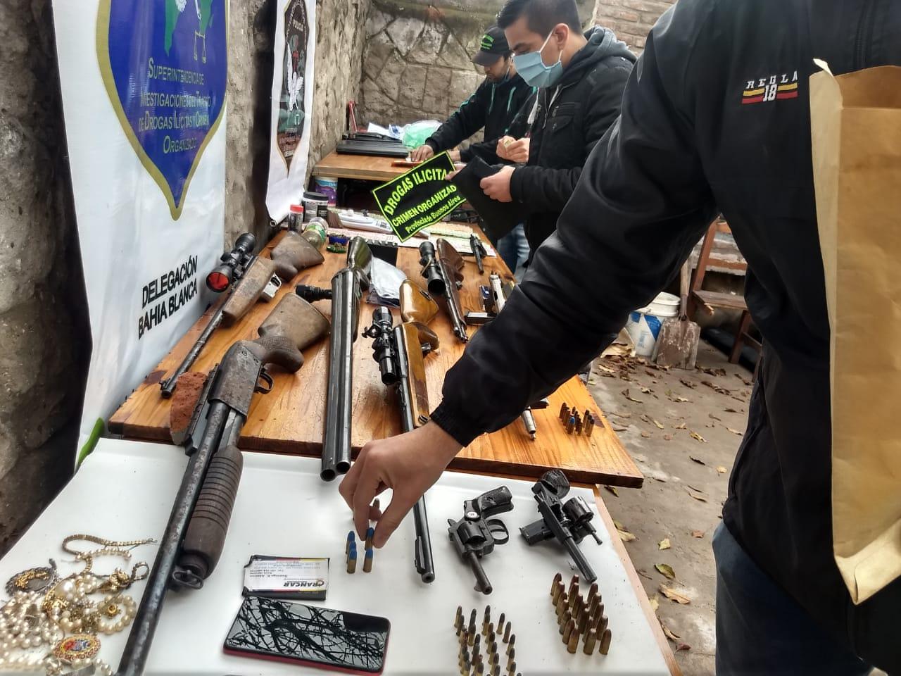 De S.W.A.T: exitosos allanamientos antidrogas en Bahía Blanca. Utilizaron explosivos para derribar puertas (videos)