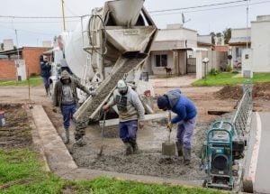 San Cayetano: Gargaglione recorrió la obra de pavimento urbano