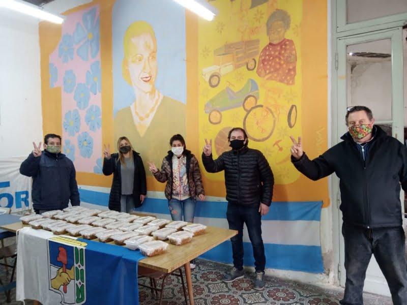 Autoridades y militantes justicialistas entregaron viandas a familias necesitadas