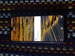 Encontró un celular y lo devolvió: destacan el buen gesto