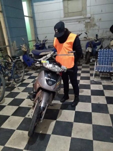 Secuestran moto e infraccionan al menor accidentado en Av. Belgrano y French