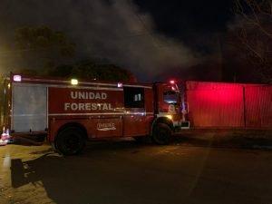Incendio a la madrugada: perdió todo y tuvo quemaduras leves