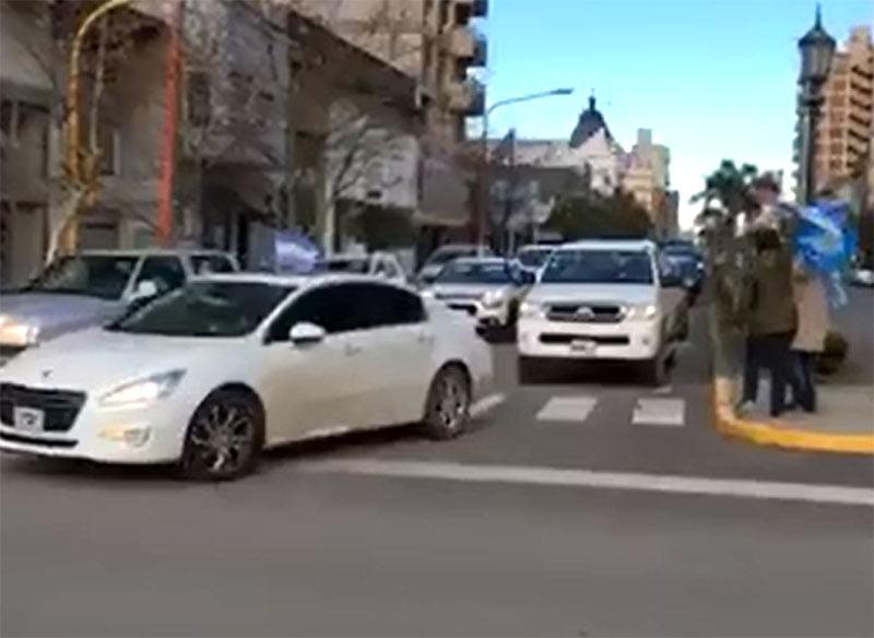 """Tres Arroyos también tuvo su """"Banderazo Federal"""" del 9 de Julio (Video)"""