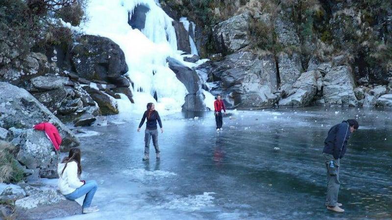 Frío: Se congeló una cascada en Córdoba