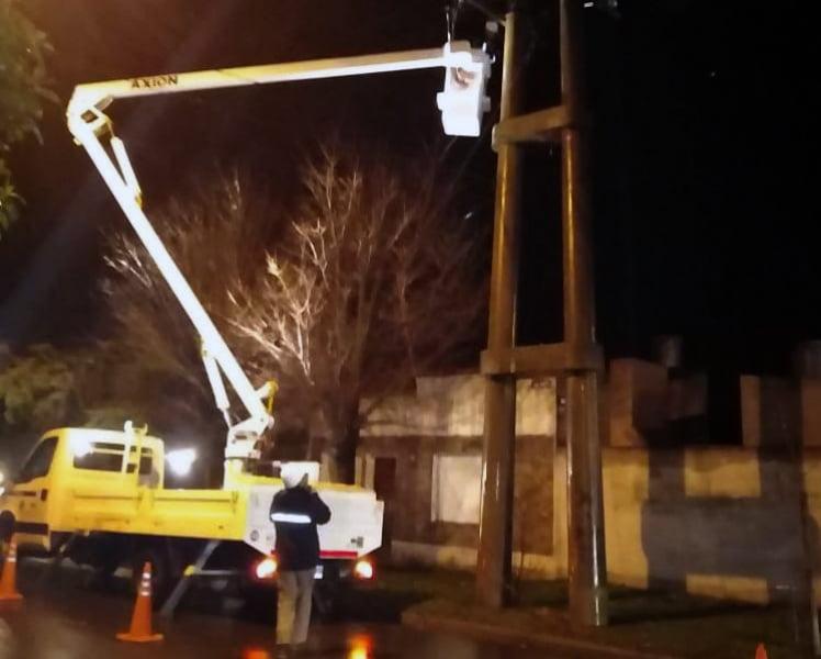 """Repararon """"puente"""" en línea de alta tensión en el Barrio Benito Machado"""