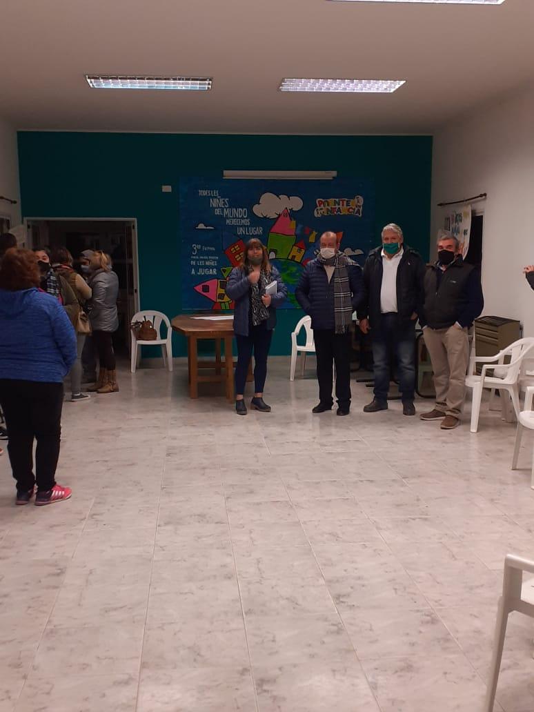 Ante vecinos del Barrio Olimpo Sánchez explicó los avances de la obra de cloacas