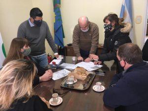 Secundario Claromecó: reunión técnica por obra del SUM y entrega de aporte económico