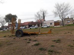 Piden que se retire un carro abandonado sobre rambla de Av. Ameghino