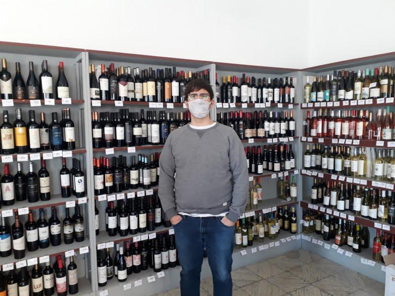 Aseguran que la gente durante la pandemia consume más vino y busca variedades