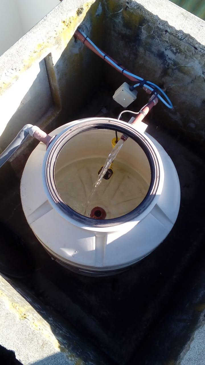San Cayetano: limpieza de tanques de agua en escuelas