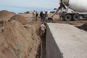 Claromecó: Llenaron con hormigón estructura del nuevo murallón costero