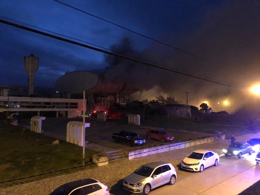Se incendió el teatro del Casino de Necochea (video)