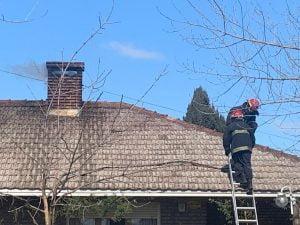 Fuegos de invierno: alarma por una chimenea incendiada. Lo sofocaron rápido (video)