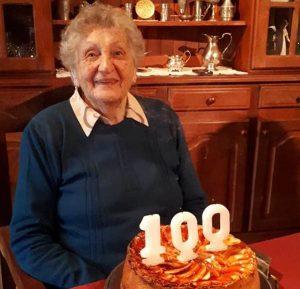 Felíces 100 para la hija del diseñador del Parque Cabañas y la plaza San Martín