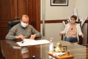 Firma de convenio entre el Centro de Salud y PAMI