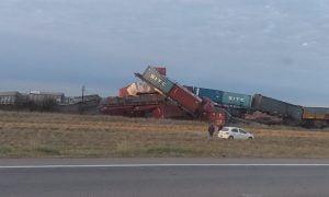 Descarriló un tren cerca de Bahía Blanca y varios vagones se incendiaron