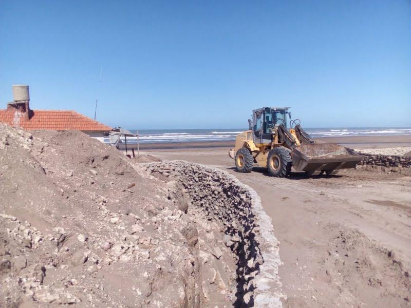 Continúa a paso firme la construcción del murallón en Claromecó