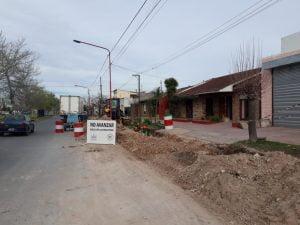 Trabajos de zanjeo por la obra de cloacas en Olimpo