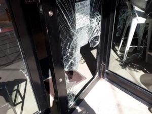 Robo en Rüya: ingresaron rompiendo la puerta y se llevaron 4 mil pesos