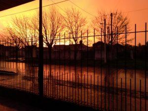 """Atardecer """"de fuego"""" previo a la tormenta"""